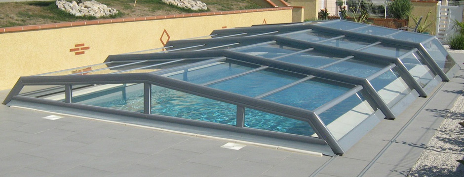 Abri de piscine bas plat ou angulaire for Abris de piscine plat