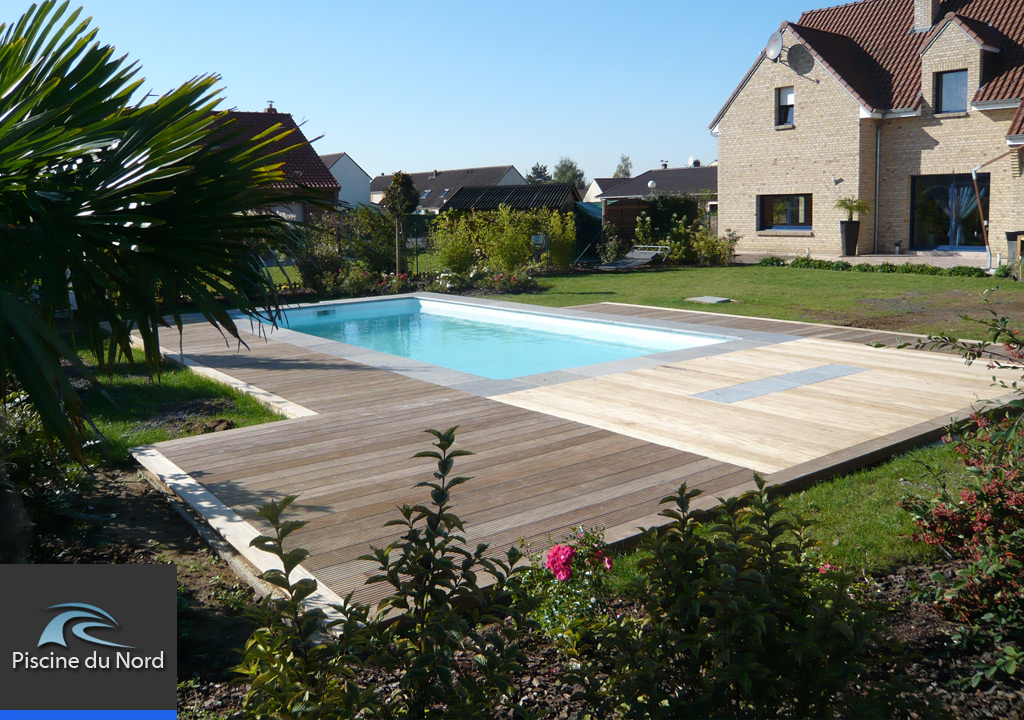 Awesome amenagement terrasse piscine exterieure images for Exterieur piscine jardin
