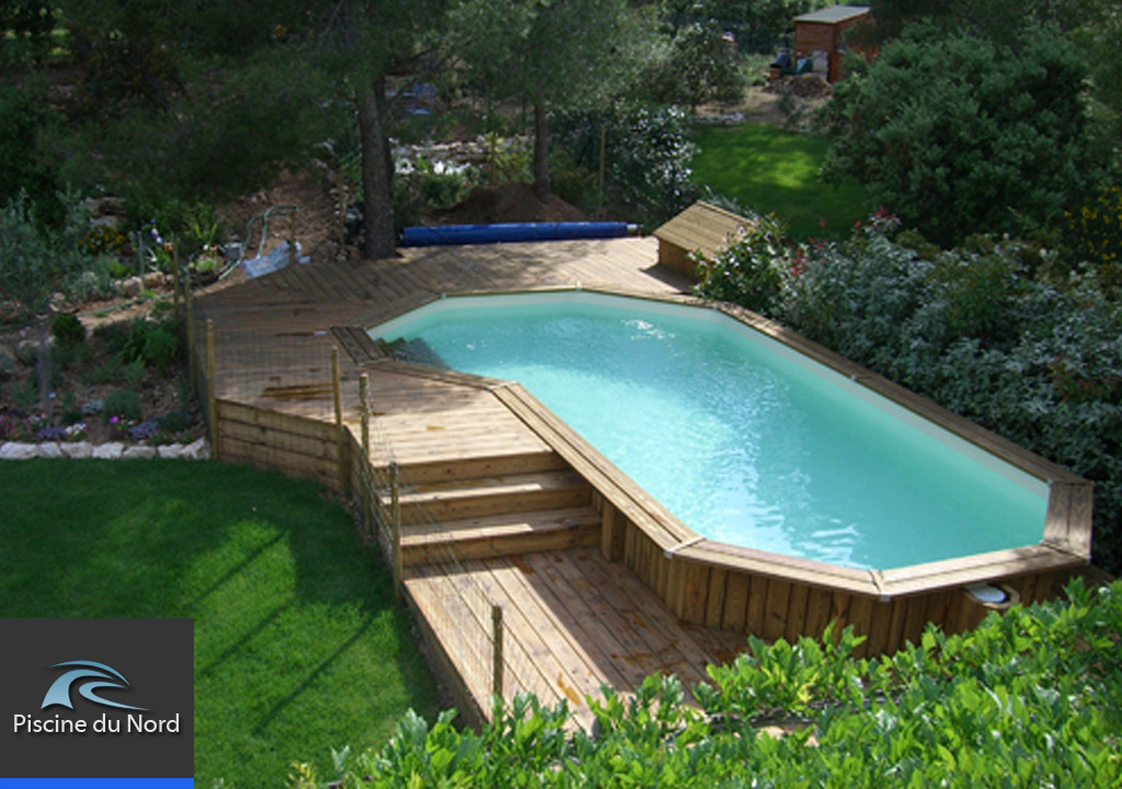 Piscine hors sol for Piscine teck semi enterree