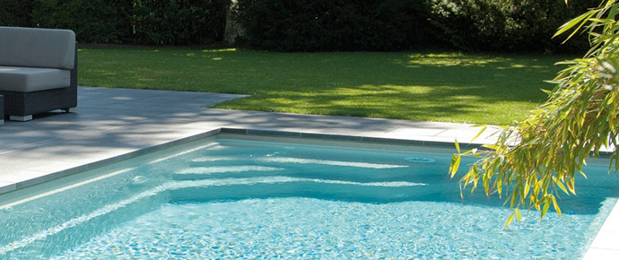 Mod les de piscines en coque c ramique carbone piscine for Piscine minimaliste