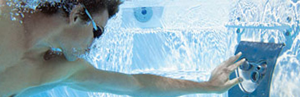 Nage contre courant piscine et d tente par for Piscine contre courant