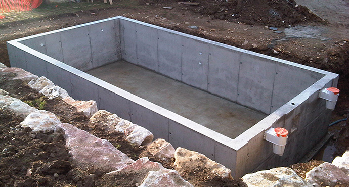 Constructeur piscines b ton coffrage for Construction piscine hors sol en beton