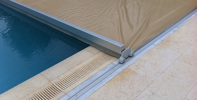 Couverture piscine automatique for Bache de securite pour piscine